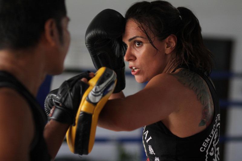 Un imagen de un entrenamiento de boxeo entre dos deportistas
